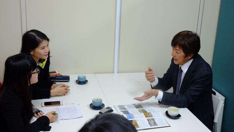 Kilala phỏng vấn tỉ phú Akira Takata