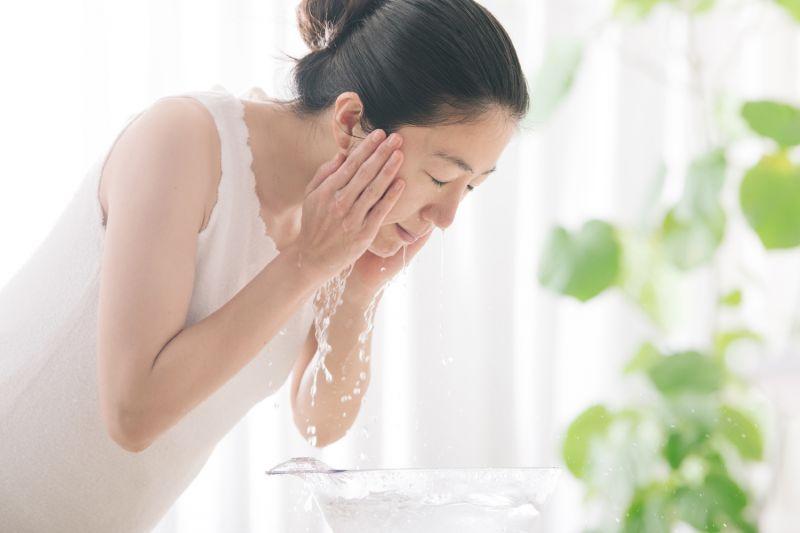 các bước dưỡng ẩm da của phụ nữ Nhật