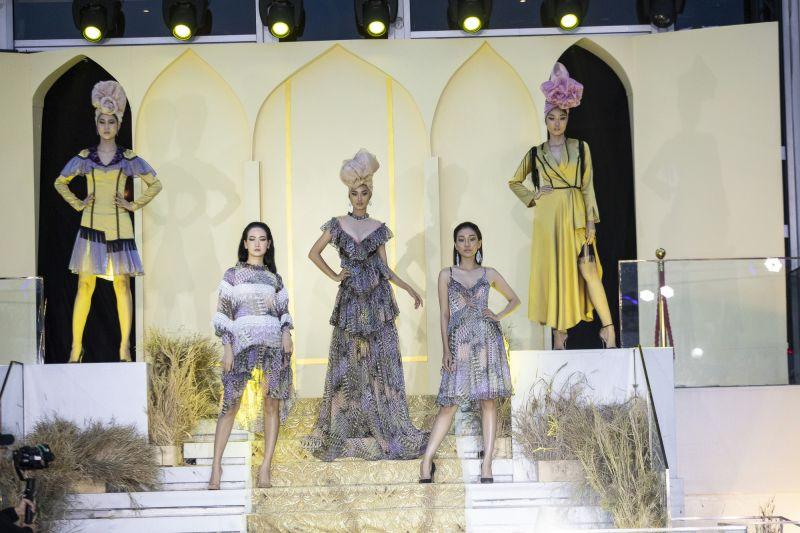 show mẫu thời trang ứng dụng