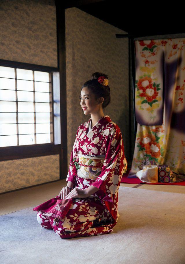 Hoa hậu Đỗ Mỹ Linh mặc trang phục Kimono