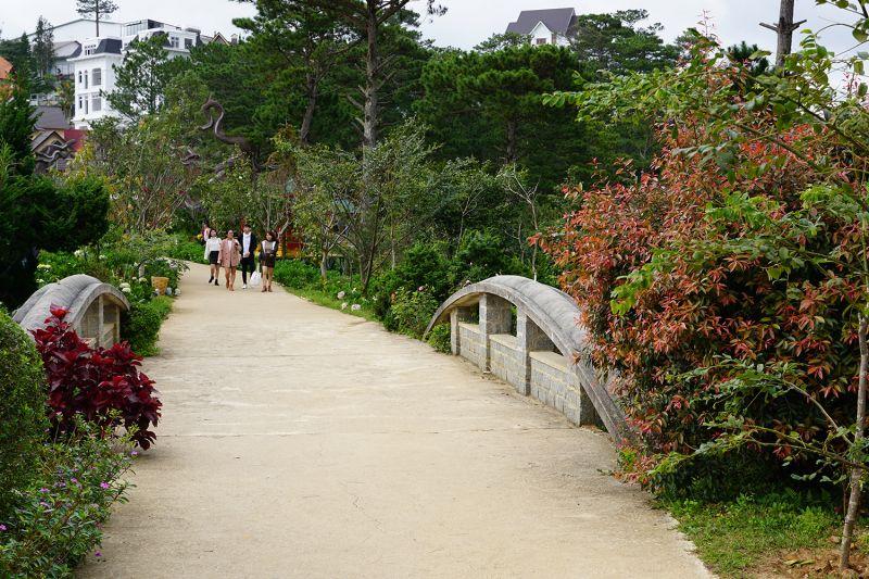 lối vào khu du lịch Lá Phong Đà Lạt