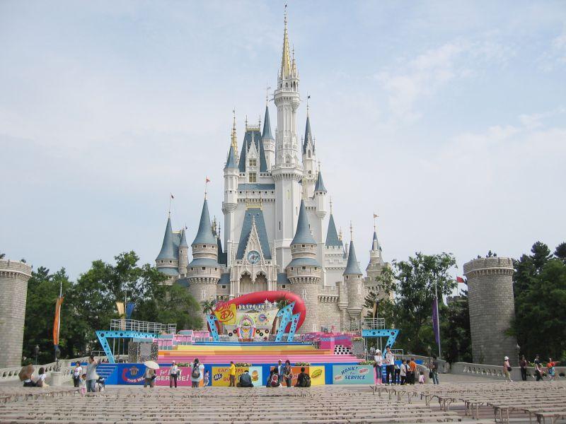 Tokyo Disneyland tạm đóng cửa vì virus Corona