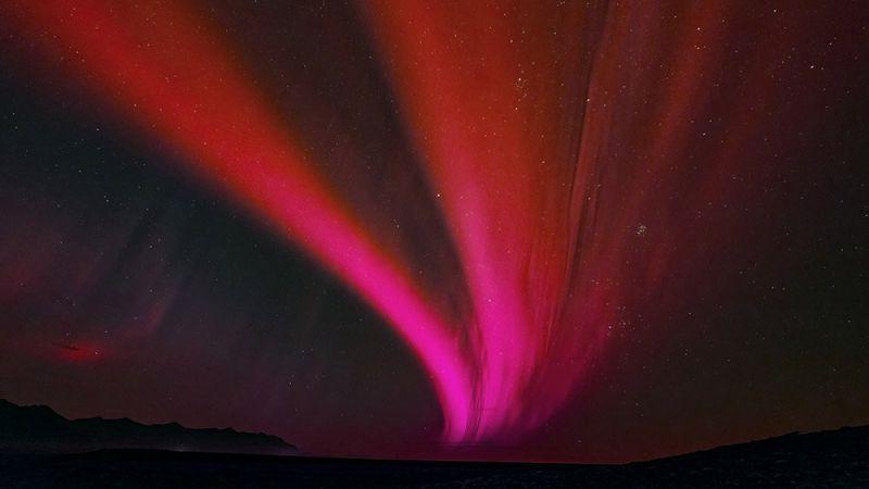 vệt đỏ trên bầu trời nhật bản