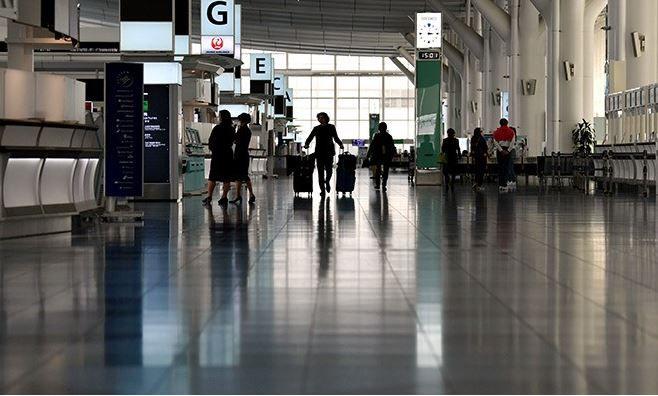 sân bay haneda vắng khách