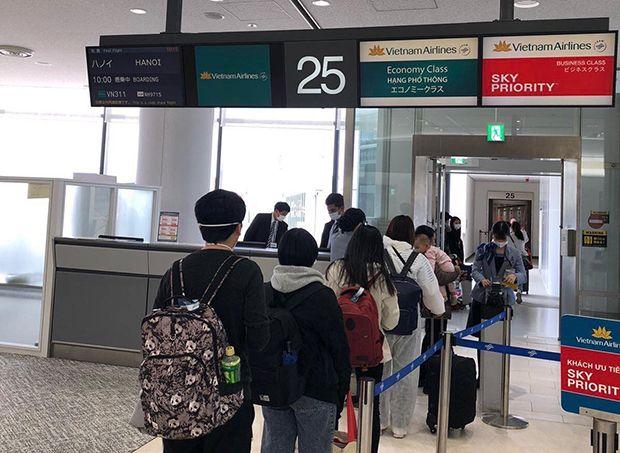 Việt Nam gửi tặng Nhật Bản trang thiết bị y tế và đón 300 công dân về nước