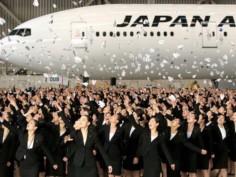 giảm lương thưởng nhân viên hàng không