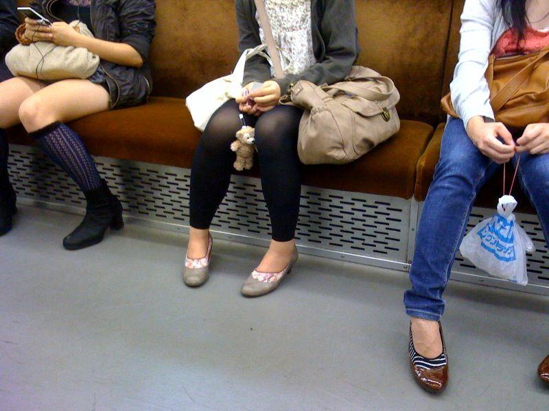 dáng chân bồ câu của các cô gái Nhật