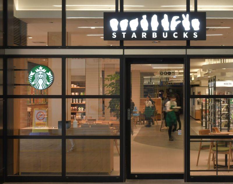 Starbucks mở cửa hàng sử dụng ngôn ngữ ký hiệu đầu tiên ở Tokyo