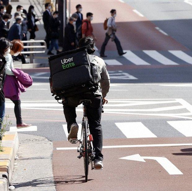 Uber Eats Nhật Bản yêu cầu nâng bồi thường cho shipper