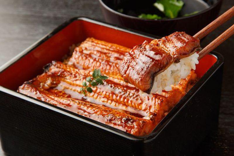 Tại sao người Nhật lại ăn cơm lươn vào mùa hè?