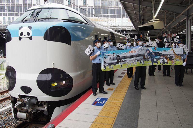 Tàu điện gấu trúc phiên bản bền vững của JR West ở Wakayama