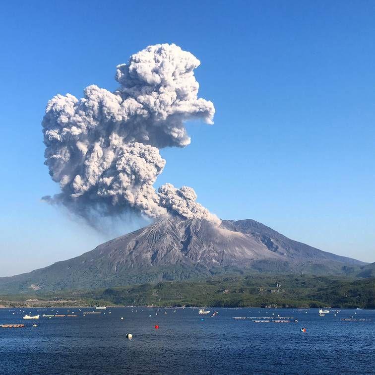 tại sao Nhật Bản lại gắn liền với hình ảnh sóng thần, núi lửa