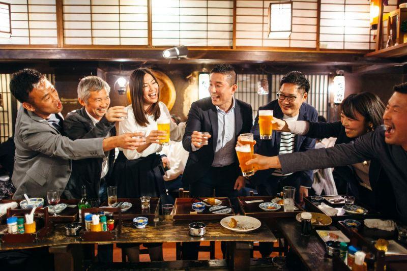 Nomikai: những bữa chè chén sau giờ làm của giới công sở Nhật