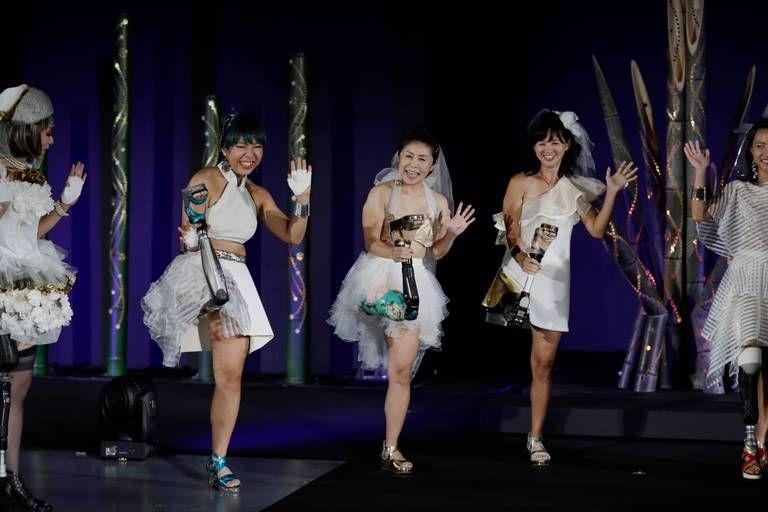 các VĐV Paralympic rạng rỡ trong biểu diễn thời trang Amputee ở Tokyo