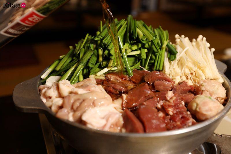 tìm đến món lẩu dưỡng nhan nổi tiếng ở Motsunabe Rakutenchi