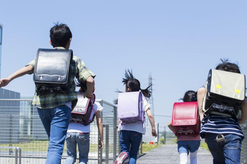 tỉnh Gifu cho học sinh tiểu học không cần đeo cặp đến trường vì nắng nóng