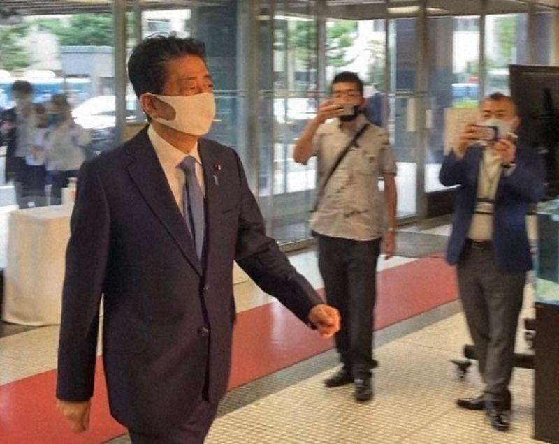 thủ tướng Shinzo Abe tuyên bố từ chức sau hai nhiệm kỳ hoạt động