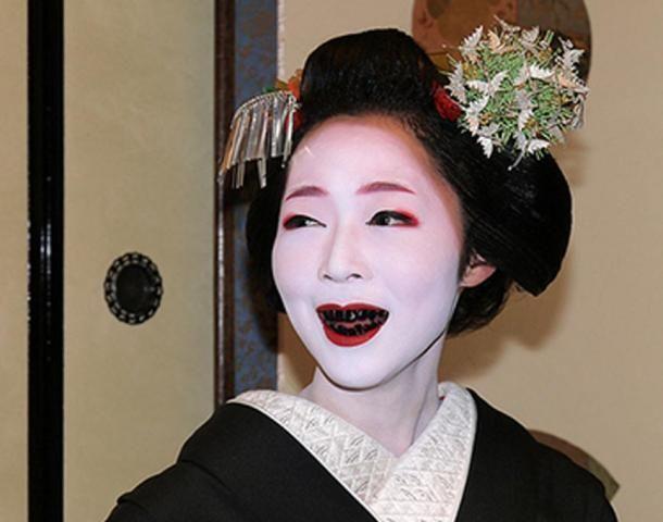 tục nhuộm răng đen của người Nhật