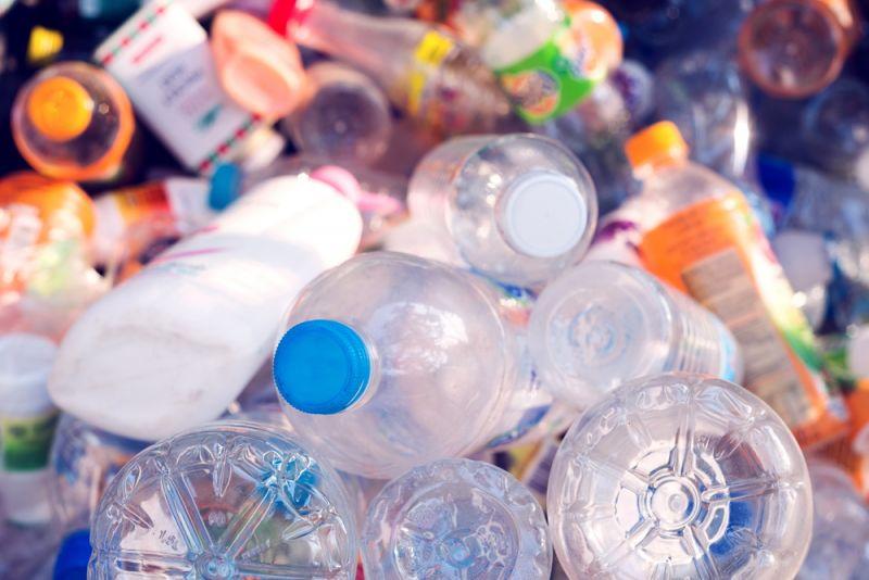 Nhật Bản cân nhắc việc bắt buộc các doanh nghiệp lớn tái chế nhựa