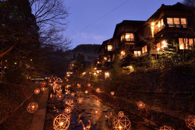 lễ hội ánh sáng từ đèn lồng tre tại Kurokawa Onsen