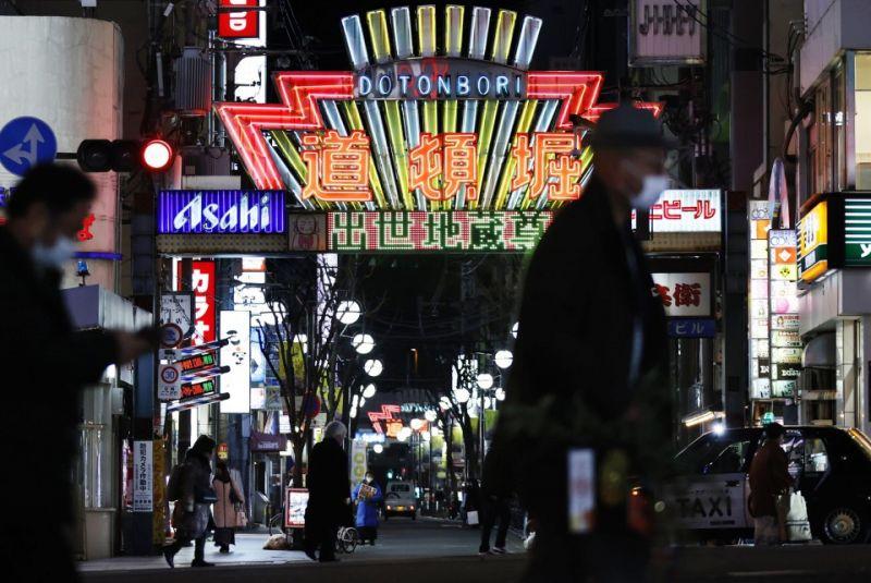 osaka, hyogo và kyoto tuyên bố tình trạng khẩn cấp
