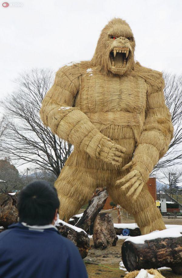 Bù nhìn khỉ đột khổng lồ ở Fukuoka