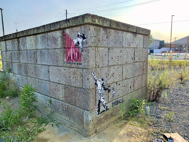 thị trấn fubata chào đón du khách trở lại bằng graffiti