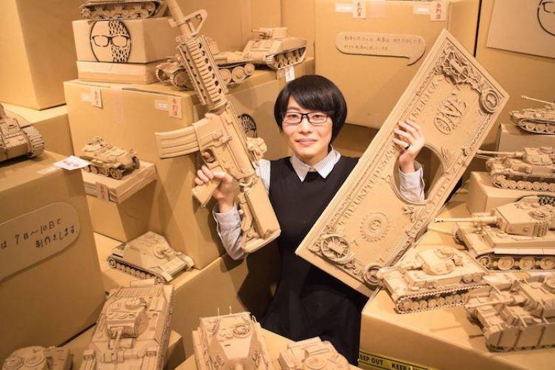 tác phẩm điêu khắc từ hộp giấy của nghệ sĩ Nhật Bản