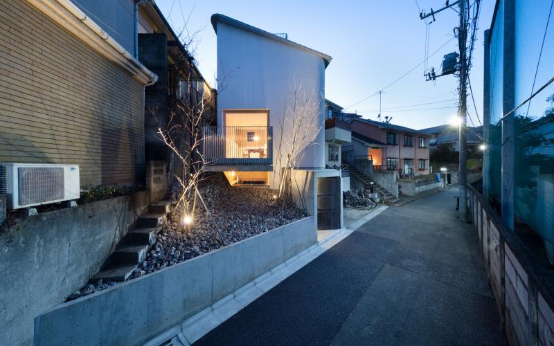 nhà Nhật Bản trông hẹp nhưng rộng không tưởng