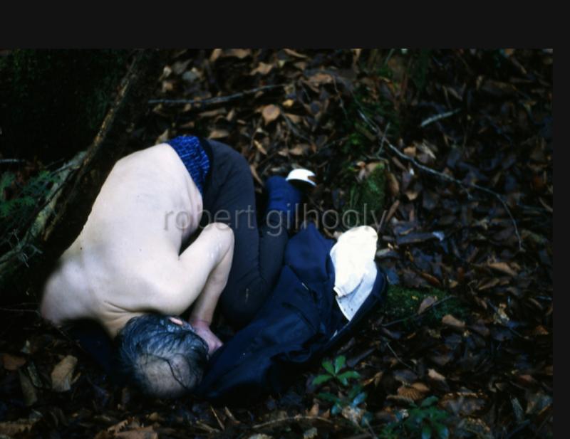 robert gilhooly người kể chuyện khu rừng tự sát bằng ảnh